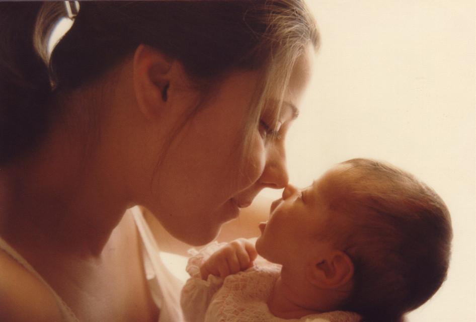 #motherhood #wapfamilymoments #hug http://blog.picsart.com/post/wrap-your-arms-around-these-heartwarming-hug-photos